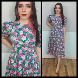 Beautiful vtg 80s Maggy London floral dress!